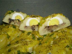 Картофельный рулет с яйцом