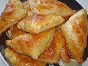 Пирожки слоеные с брынзой