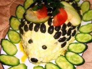 Слоеный салат ежик с грибами