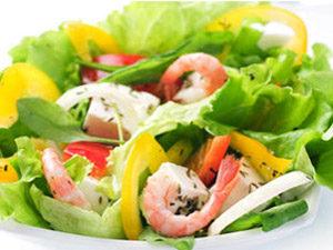 Салат с брынзой и шпинатом