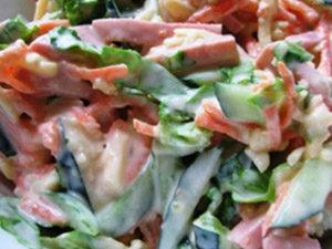 Салат с сосисками и фасолью